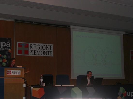 """Thyra Rauch, IBM, bei Vortrag zum Thema \""""Agile UCD\"""""""