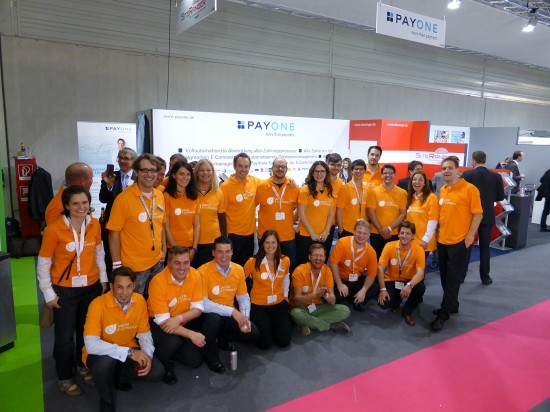 Gruppenfoto am Stand des United E-Commerce-Partners Payone