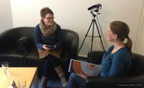 Das Interview wurde dieses Mal in Wohnzimmeratmosphäre auf unserem Sofa durchgeführt
