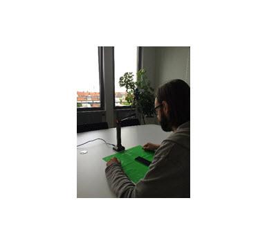 Zum Aufbau der Testumgebung gehören eine Kamera zur Dokumentation und eine mit Tonaufzeichnung, die auf den Probanden gerichtet ist