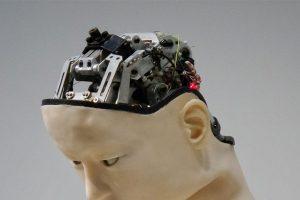 Roboter mit menschlichem Gesicht.